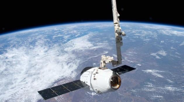 La capsula Dragon torna dallo spazio