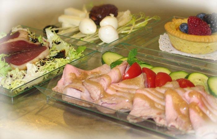La scrivania dellufficio in pausa pranzo diventa una gustosa tavola ...