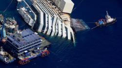 Costa Concordia, il video degli attimi della partenza della nave-relitto