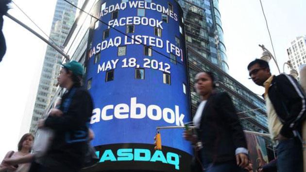 Crolla il titolo Facebook: Mark Zuckerberg promette di non vendere