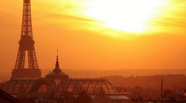 Parigi, il web piange le vittime e trema di paura