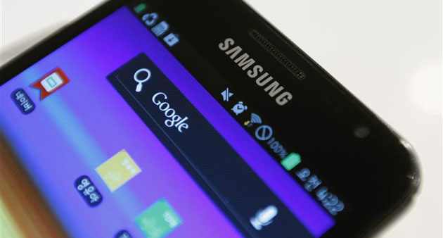 Tra lo smartphone e lo smartwatch, mettere lo Smart-guanto di Samsung